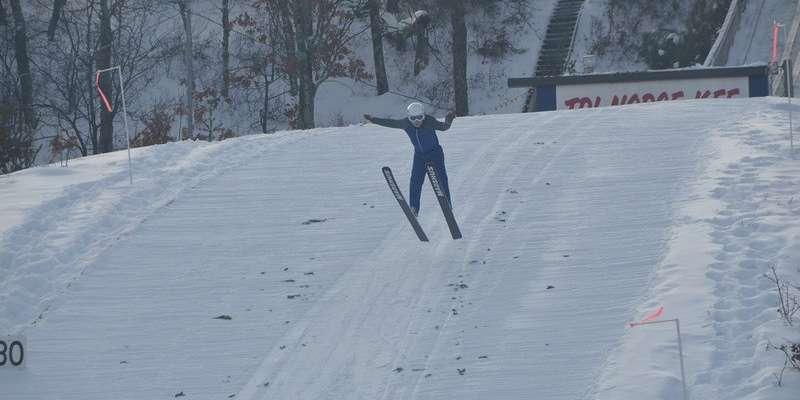 Tri norse ski jumper